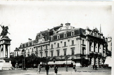Photo ancienne de Clermont-Ferrand place de Jaude le Théâtre municipal
