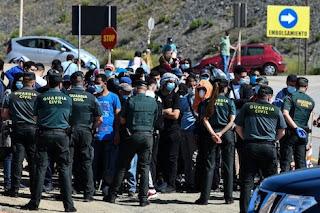 taroudantpress   المجموعة الأولى من المغاربة العالقين بسبتة تغادر المدينة المحتلة  تارودانت بريس