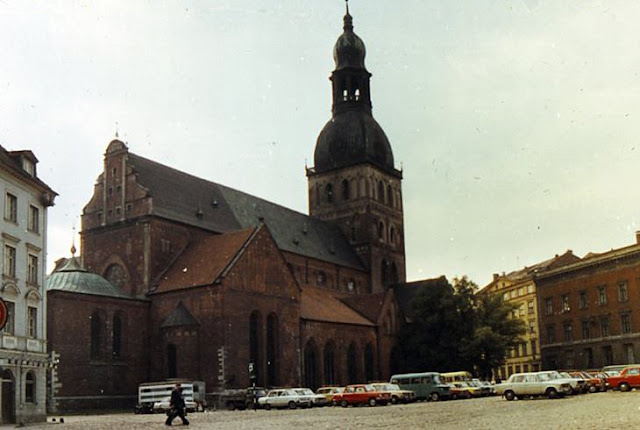 1979 год. Рига. На площади 17 Июня возле Домского собора