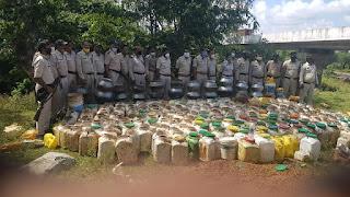 आबकारी एवं पुलिस के संयुक्त दल द्वारा 2,51,850 रुपए का महुआ लाहन एवं हाथ भट्टी मदिरा नष्ट किया गया