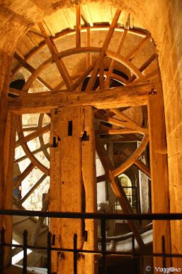 Ruote e carrucole all'interno dell'Abbazia di Saint Michel