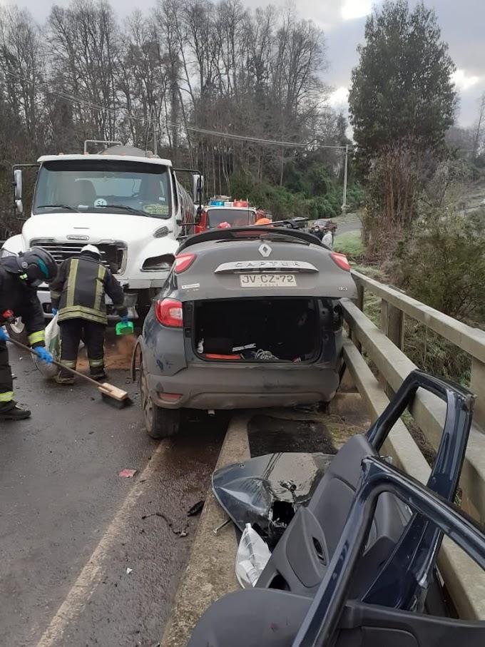 Dos personas lesionadas, dejó accidente entre un camión y un vehículo menor en Puente Las Pataguas