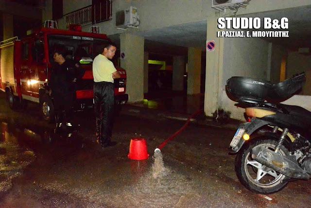 Ολονύχτια μάχη της πυροσβεστικής για τις αντλήσεις υδάτων στην πληγωμένη από την θεομηνία πόλη του Άργους