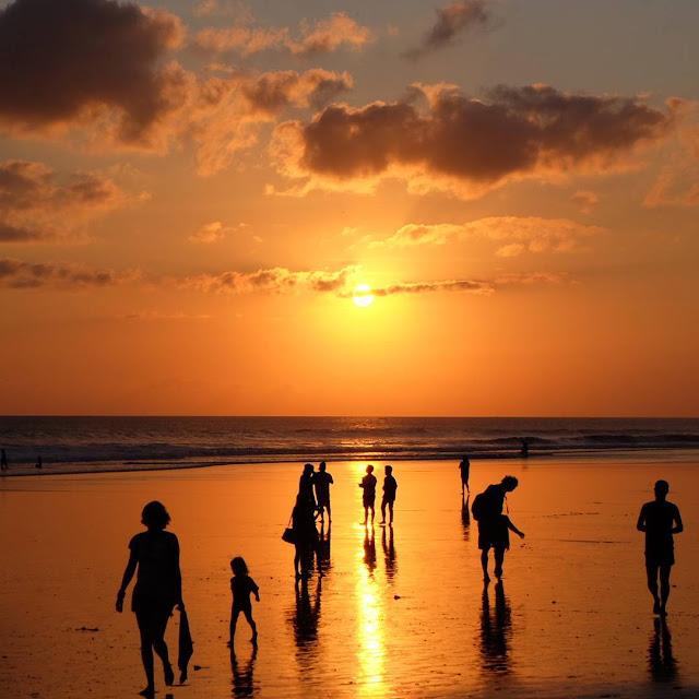 Mencari Private Villa Dan Pantai Sepi Di Bali ? Yuk Ke Seminyak Aja