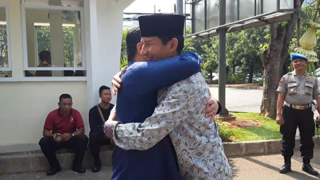 Saat Erick Thohir dan Sandiaga Uno Berpapasan di Depan Rumah Dinas Ketua DPR
