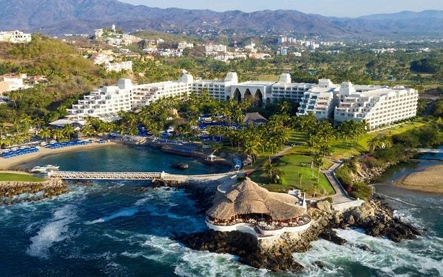 Barceló Karmina is a 5 star hotel in Manzanillo, Mexico, with an AAA 4-diamonds award. Includes spacious suites, all-inclusive cuisine and fun for all the family.