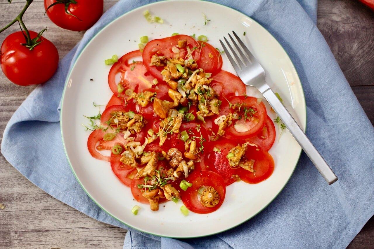Tomaten-Carpaccio mit Pfifferlingen