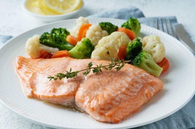 Lemon Garlic Salmon with Gingery Broccoli