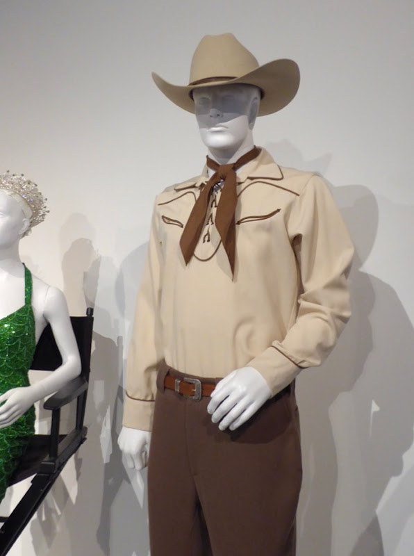 Alden Ehrenreich Hail Caesar Hobie Doyle cowboy costume