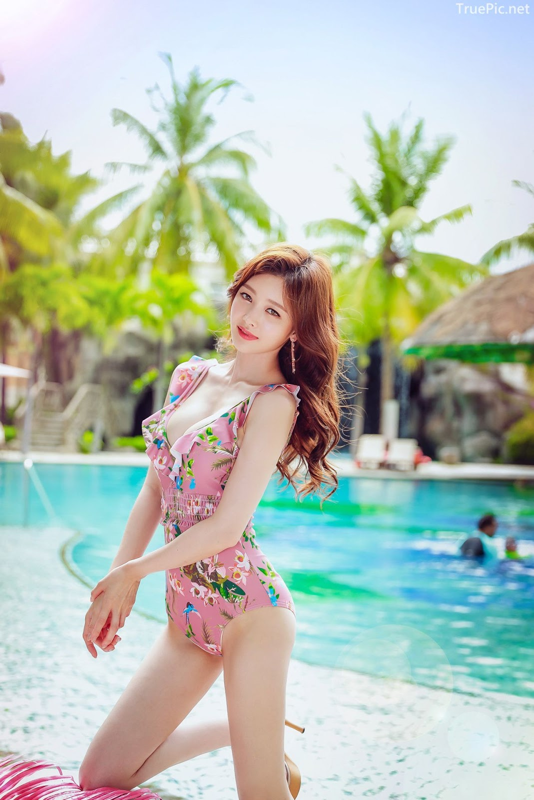 Korean lingerie queen model - Kim Hee Jeong - Floral Pink Swimsuit - Picture 6