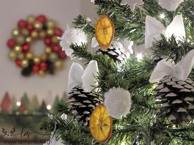 Φτιάξε μόνος σου στολίδια για το χριστουγεννιάτικο δέντρο.