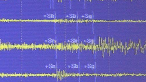 """عاجل وخطير...زلزال قوي يضرب مدينة """"ميدلت"""" بلغ 4.2 من سلم ريشتر حسب موقع VOLCANO DISCOVERY+ تصريحات المواطنين قراو التفاصيل⇓⇓⇓"""