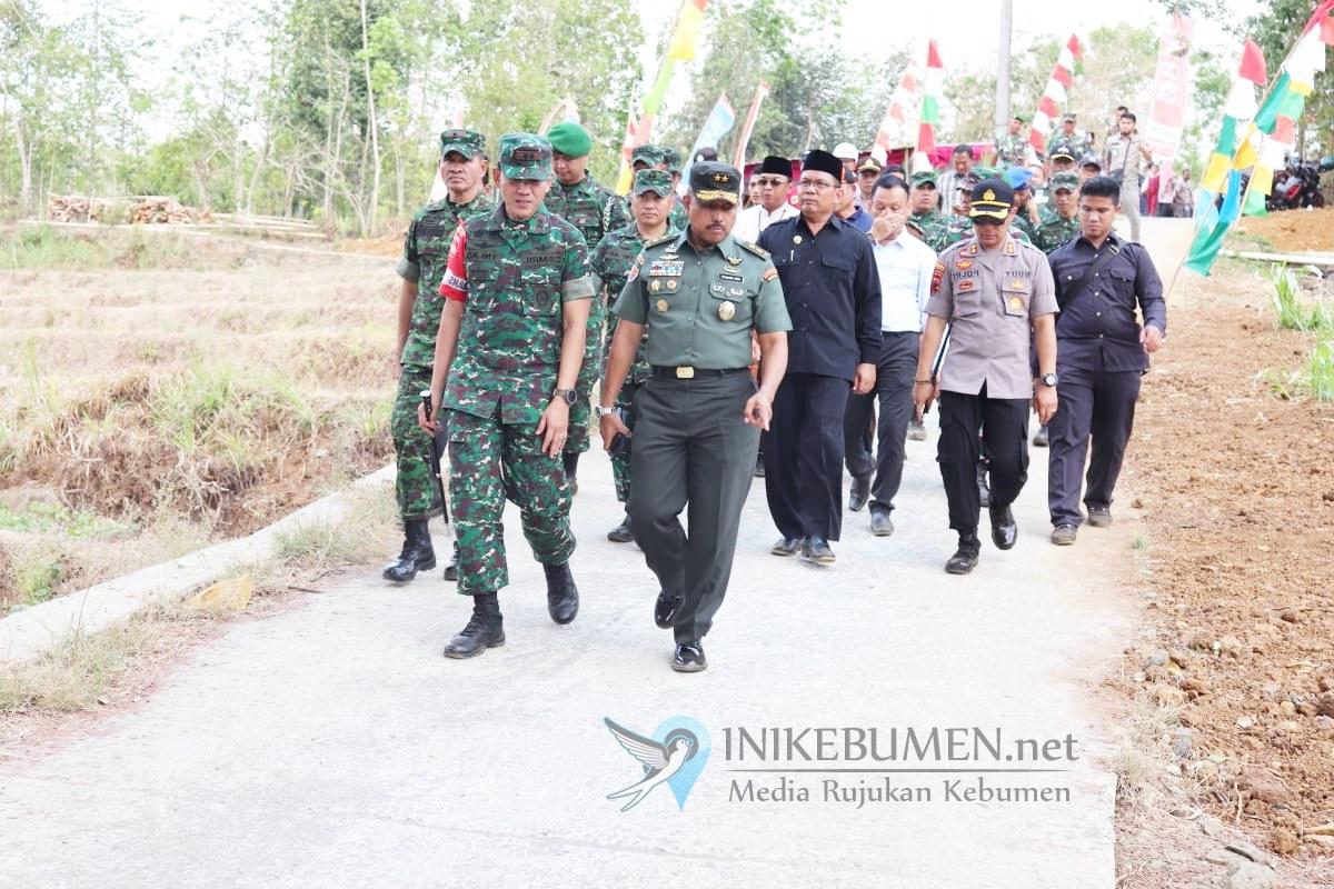 Jenderal Asal Gombong ini Tinjau TMMD Reguler ke-106 di Padureso