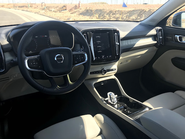 Instrument panel of 2020 Volvo XC40 T5 AWD Inscription