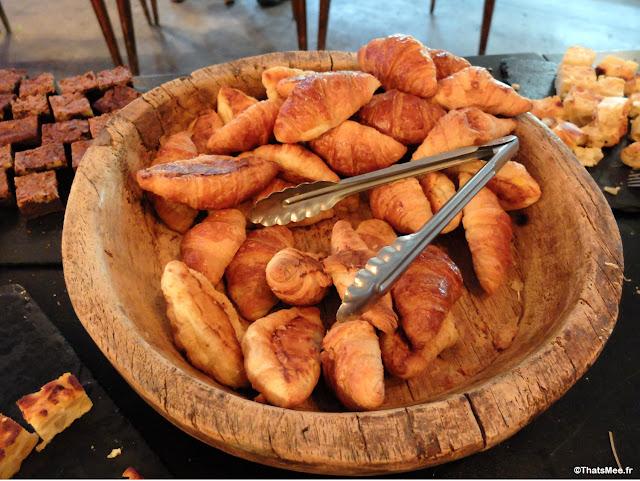 buffet viennoiserie brunch Les Petites Goutets restaurant Paris hipster black 18ème esplanade Nathalie Sarraute