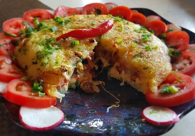 Aprenda a preparar um lanche rápido com linguiça de pernil e queijo brie