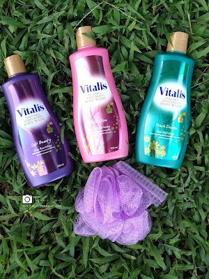 mandi parfum bersama vitalis parfumed moisturizing body wash