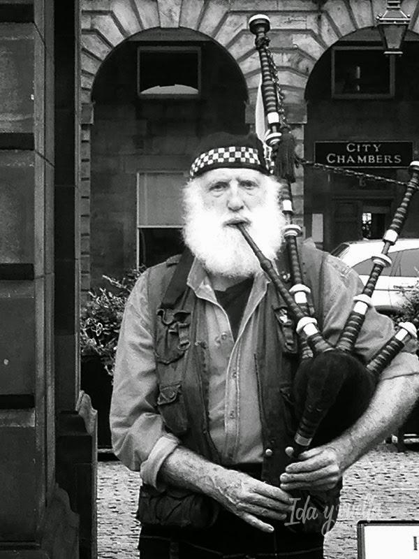 Gaitero en Edimburgo
