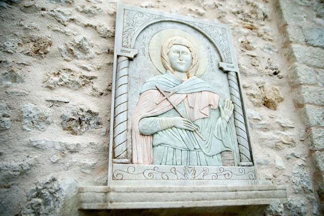 Θεσπρωτία: Έγιναν τα αποκαλυπτήρια γλυπτής παράστασης της αγίας Κυριακής στο ιστορικό Σούλι (ΦΩΤΟ)