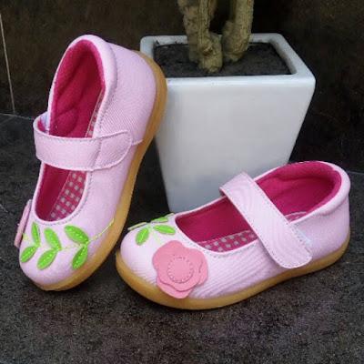 Contoh Sepatu Flat untuk Anak Umur 3 Tahun