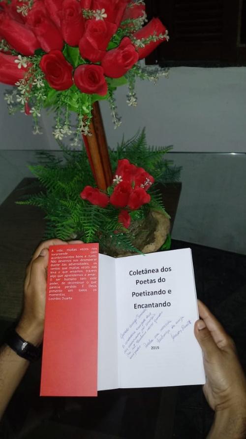 #PraCegoVer: Livro aberto com dedicatória.