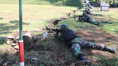 Tingkatkan Kemampuan, Prajurit Baru Yonif MR 411 Kostrad Laksanakan Latihan Menembak