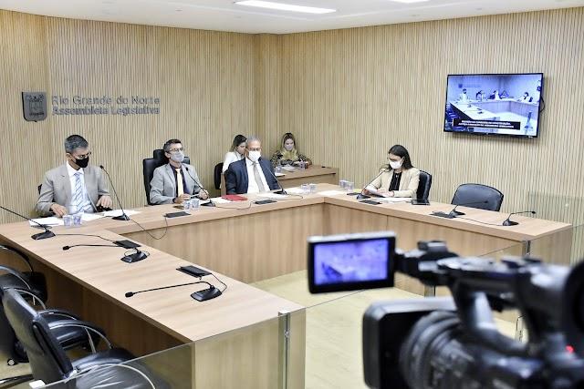 COMISSÃO DE JUSTIÇA APROVA POLÍTICA DE ATENDIMENTO PARA MULHERES MASTECTOMIZADAS
