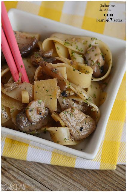 Tallarines de arroz con bambú y setas