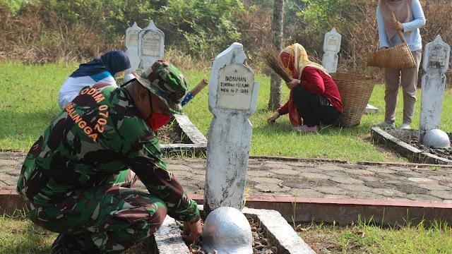 Jelang HUT RI Ke-75, TMP  Poerbo Sarojo Menjadi Sasaran Pembersihan