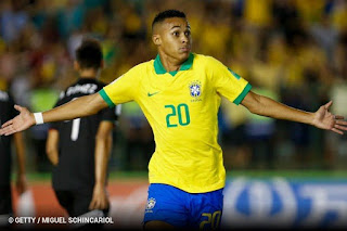 Estrela de Lázaro brilha novamente, Brasil vira sobre o México