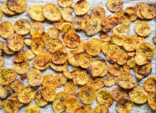 Baked Plantain Chips #healthy #snacks
