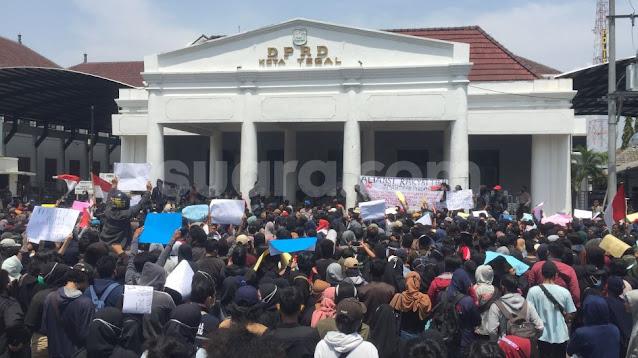 Kecam DPR, Mahasiswa:Cukup Mic Saja yang Dimatikan, Suara Rakyat Jangan!