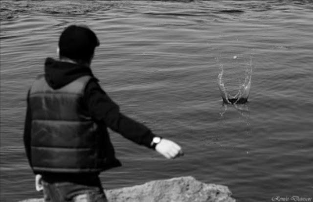 احذر من رمي الحجارة في الماء تعرف علي السبب (قصة رائعة ننصحكم بقرأتها )