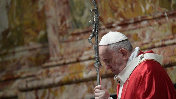 Paus Fransiskus Merayakan Misa untuk Kardinal dan Uskup yang Sudah Meninggal