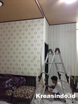 Cara Pasang Wallpaper Dinding Rumah Sendiri Agar Hasilnya