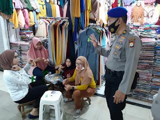 Personel Polres Pelabuhan Rutin Blusukan ke Pasar Berikan Edukasi Prokes ke Warga