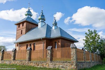 Cerkiew w Regietowie Niżnym: mury wykończone drewnianymi deskami