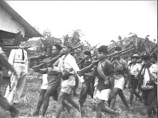 Iring-iringan Prajurit Divisi Siliwangi saat kembali ke Jawa Barat