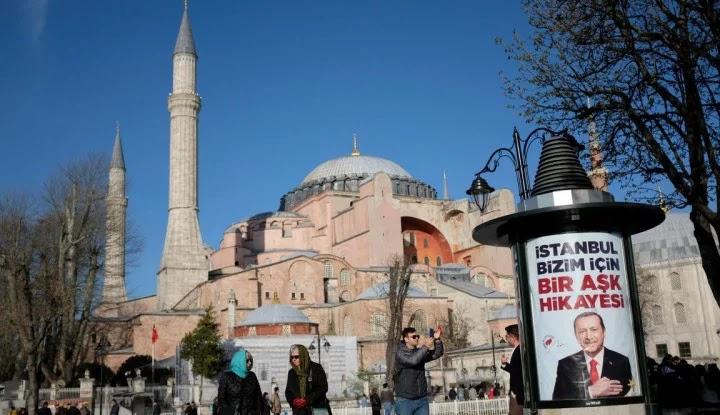 Ya Allah! 500 Jemaah Salat Jumat Hagia Sophia Positif Covid-19