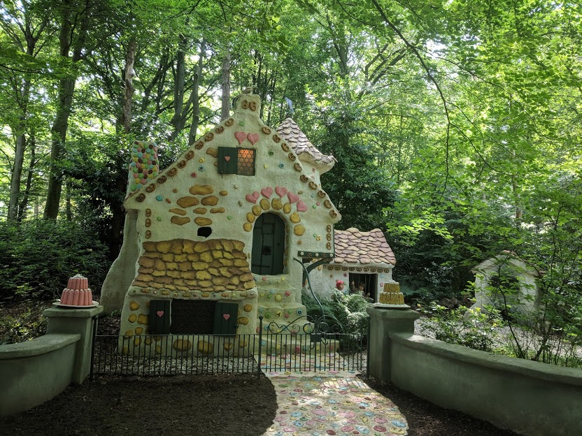 Photos from the Fairytale Forest at Efteling  - hansel and grettels cottage