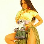 Andrea Rincon, Selena Spice Galeria 13: Hawaiana Camiseta Amarilla Foto 49