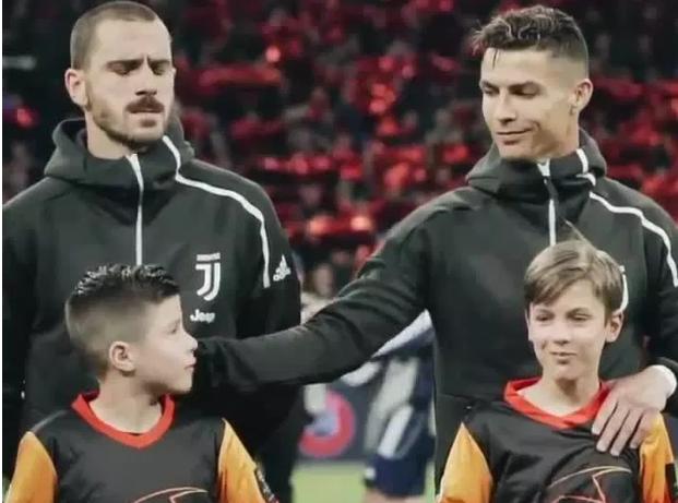 Ronaldo lại đốn tim NHM trong trận lượt đi tứ kết UCL 1