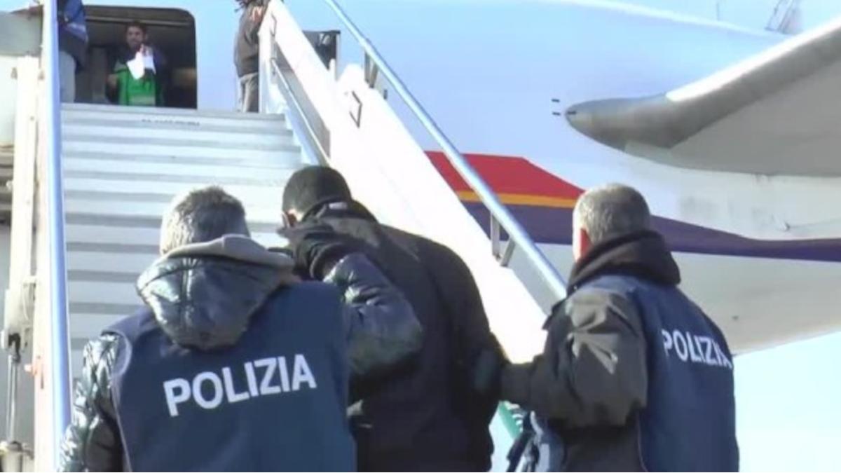 Decreto espulsione Ufficio Immigrazione extracomunitario senegalese