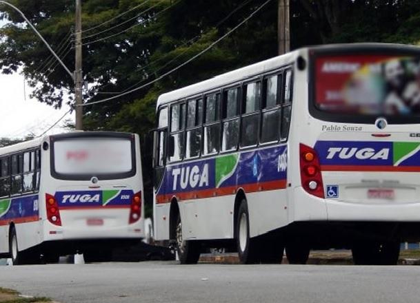 Contratação de empresa de ônibus sem licitação contraria Constituição Federal, diz especialistas
