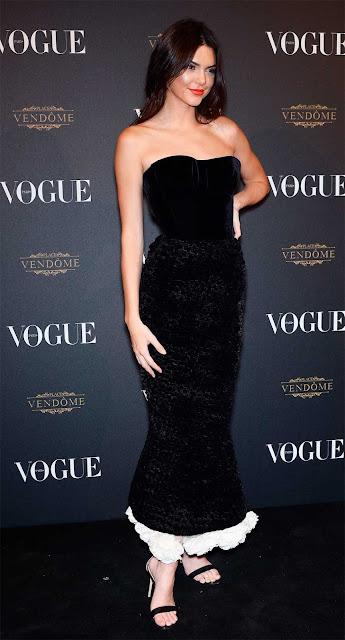 Kendall Jenner vestido preto longo em Cannes, festa
