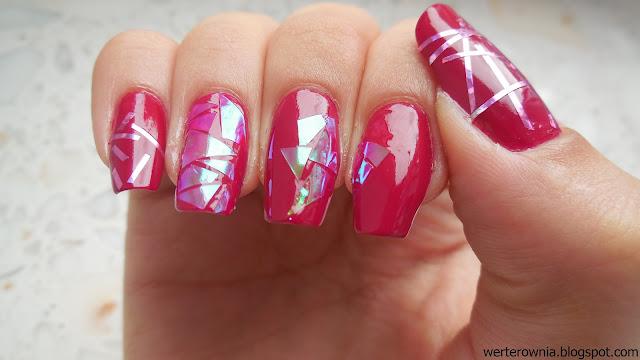 Werterownia maluje paznokcie na różowo