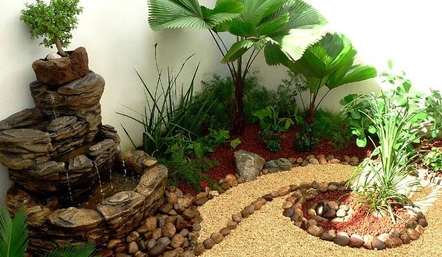 Dise o de un jard n muy peque o con fuente piedras y for Jardines redondos pequenos