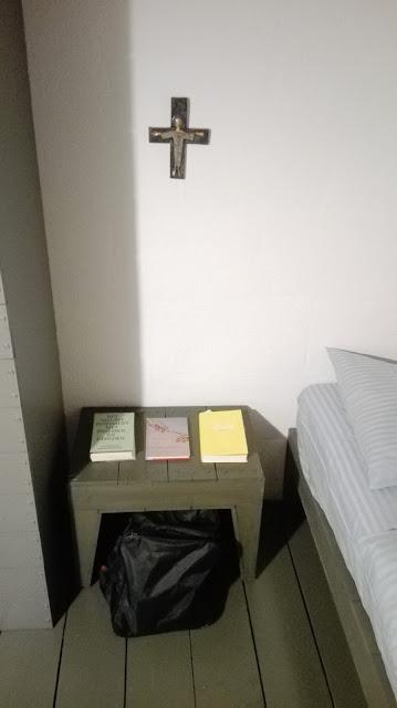 Bedtafeltje met boeken