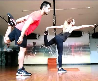 Estiramiento para músculos flexores de cadera incluyendo los cuadriceps