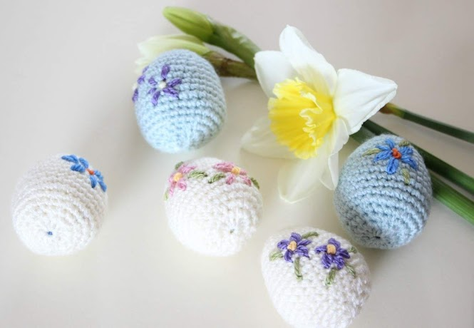 Floral Embroidered Easter Eggs FREE Crochet Pattern